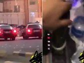 شاهد: شابان يستعرضان تعاطيهما للحشيش داخل مركبة بجدة ويصوران دوريتين أمنيتين.. والشرطة تطيح بهما!