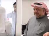 بالفيديو : ممرضة مستشفى الملك فهد بالهفوف تكشف سبب دخولها في نوبة بكاء بعدما شاهدت والدها في مكتب المدير !