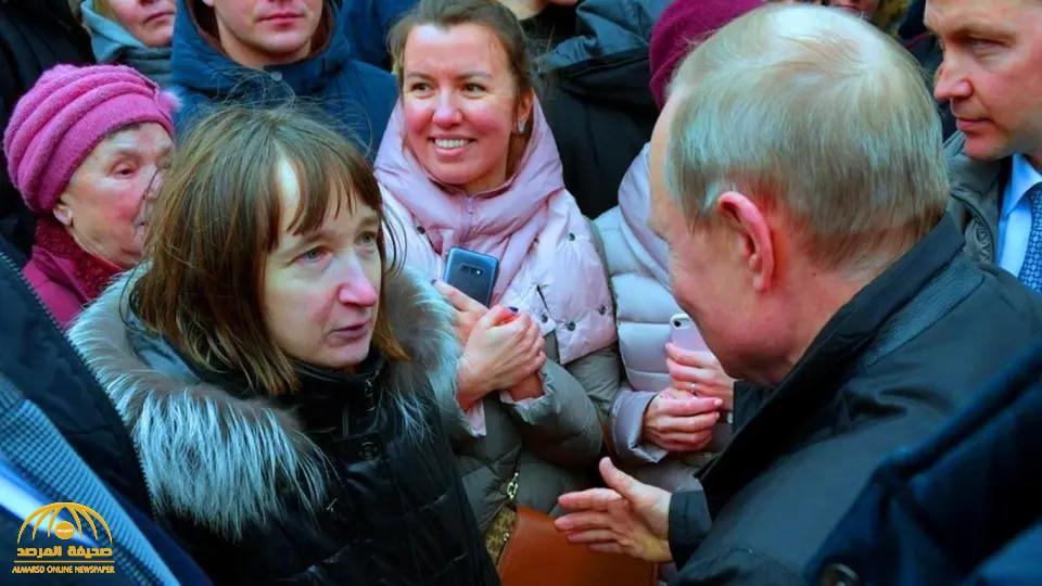 """بالفيديو: امرأة روسية تفاجئ """"بوتين"""" بسؤال لم يتوقعه.. شاهد ردة فعله !"""