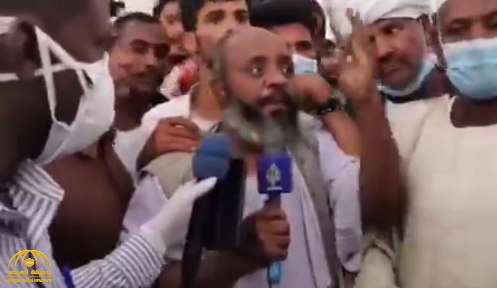 """شاهد .. سوداني يحرج قناة الجزيرة  ويدافع  عن المملكة بعد قرار إعادة الباخرة"""" مسرة """" إلى ميناء سواكن !"""