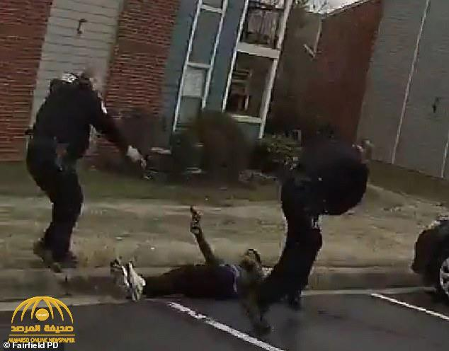 شاهد: لحظة قتل الشرطة الأمريكية لأحد الأشخاص بعد رفعه السلاح في وجههم !
