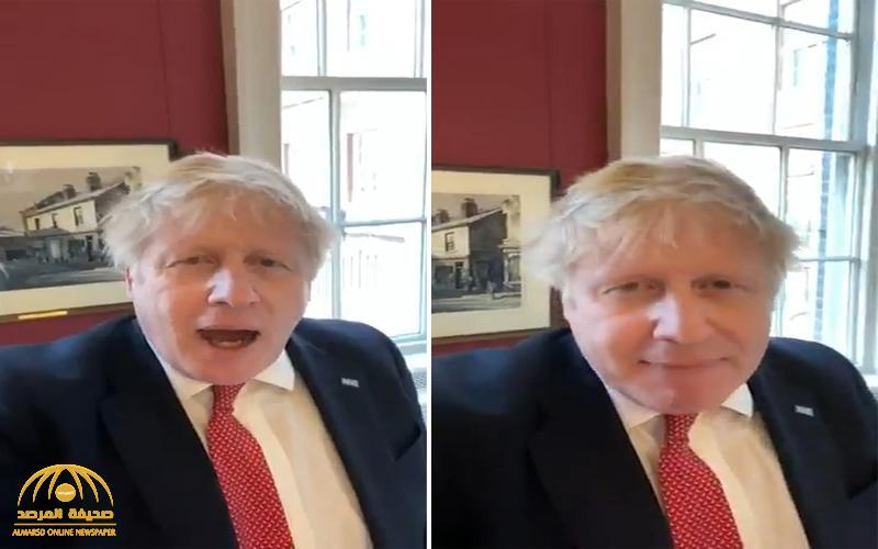 شاهد .. ظهور جديد لرئيس وزراء بريطانيا قبل ساعات من داخل الحجر الصحي بعد إصابته بكورونا