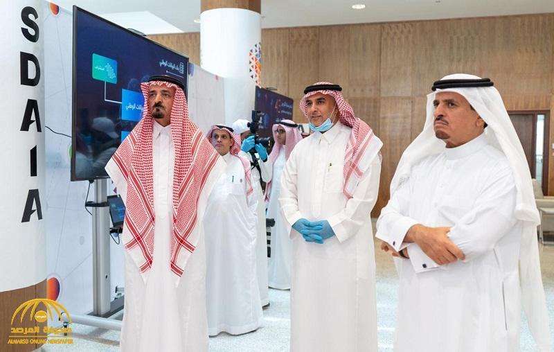 """بالصور .. عدد من المسؤولين يتعرفون على آلية عمل الهيئة السعودية للبيانات والذكاء الاصطناعي """"سدايا"""""""
