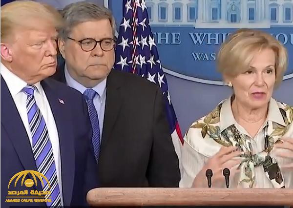 """شاهد.. ردة فعل """"ترامب"""" عندما قالت طبيبة بجانبه أنها أصيبت بالحمى قبل يومين !"""