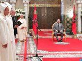 شاهد .. كورونا يجبر العاهل المغربي على تغيير البروتوكول الملكي لأول مرة !