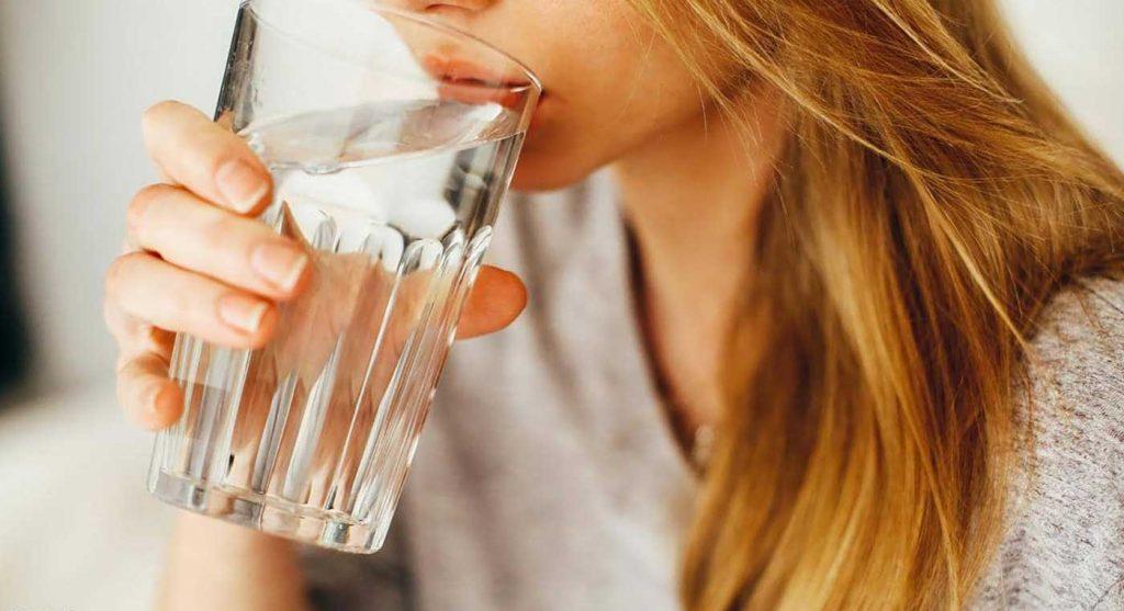 فوائد مذهلة لشرب الماء الدافئ على الريق!