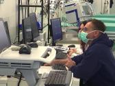 """""""غيوم غريبة في الرئة"""" ..  بالفيديو : أطباء ألمان يرصدون علامات خطيرة لدى المصابين بفيروس كورونا   !"""