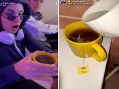 شاهد :  مشهور سناب ينفذ مقلب بتعبئة كوب شاي من كرسي الحمام  ويقدمه لزوجته !