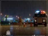 وسط هطول الأمطار الغزيرة .. شاهد : قوات الحرس الوطني تنتشر في الرياض لتنفيذ قرار منع التجول