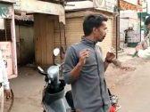 بالصفع والجلد بالعصا.. شاهد: كيف تتعامل الشرطة الهندية مع مخالفي حظر التجول بسبب كورونا