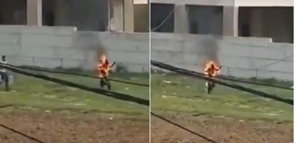 بعدما ضاقت به سُبل العيش.. شاهد: لاجئ سوري يشعل النيران في جسده بلبنان