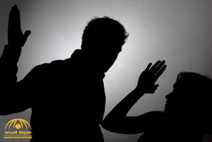 شاب ينهال على والدته بالضرب في منتصف الليل .. والتحقيقات تكشف مفاجأة حول سبب الاعتداء !