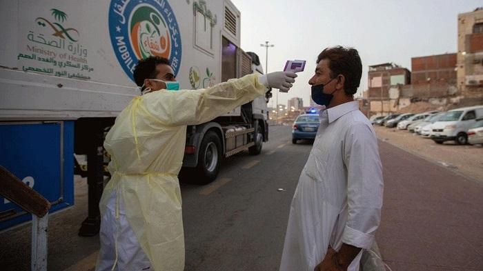 """صحفي سعودي يقترح الاستفادة من """"المعلمين"""" في الصحة لمواجهة كورونا!"""