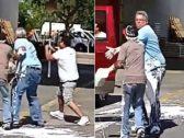 """""""استخدموا دهان البوية """".. شاهد: مشاجرة بين ٤ أشخاص خارج مستودع شهير بفلوريدا"""