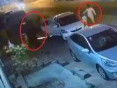 """""""اختفوا في لمح البصر"""".. شاهد كيف راوغ الشبان الثلاثة رجال الأمن بعد مخالفتهم لمنع التجول"""