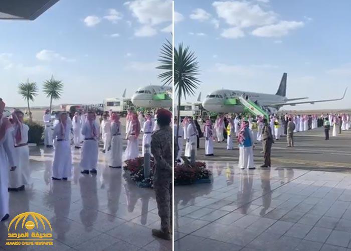 """شاهد.. استقبال أول رحلة لمطار """"أبها الدولي"""" بالأهازيج والأغاني الوطنية"""