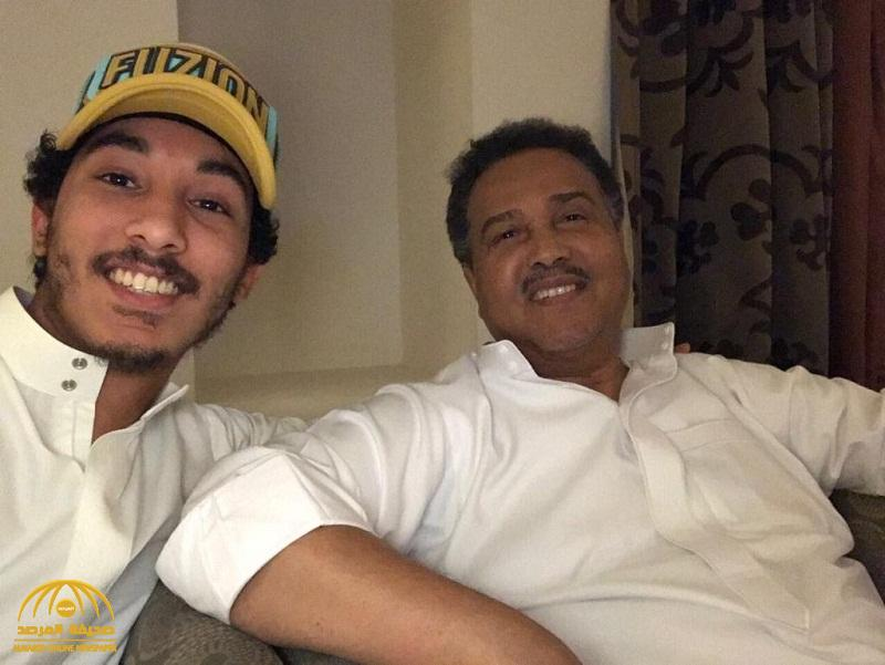 """نجل الفنان محمد عبده يثير قلق الجمهور بتغريدة عن صحة والده : """" ارسلوا رسائل تفرحه"""" !"""