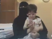 بالفيديو : مواطنة تطلب تصريح سفر للوصول بطفلتها المعاقة إلى مستشفى بالرياض .. فكانت المفاجأة في انتظارها !