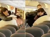شاهد: مشاجرة عنيفة داخل طائرة.. والسبب كورونا!