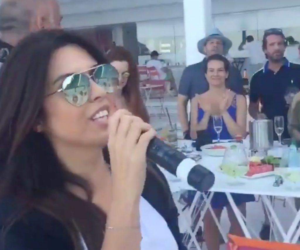 """شاهد: وزير السياحة التركي المنتمي لـ """"العدالة والتنمية"""" يرقص وهو مخمور مع النساء"""