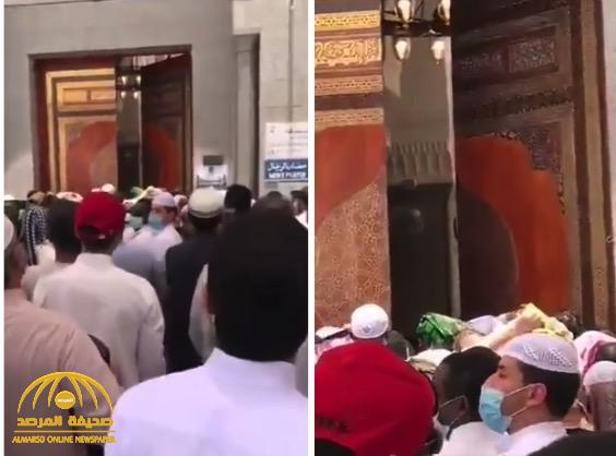 """شاهد: تزاحم بين المصلين لأداء صلاة الجمعة في """"مسجد قباء"""""""