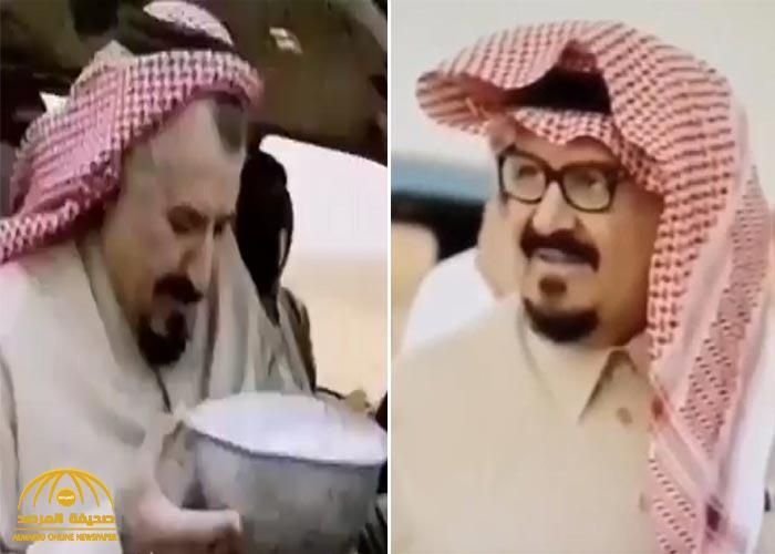 """""""ظهر يتناول الحليب ويحتسي القهوة """".. شاهد: فيديوهات """"نادرة"""" للأمير الراحل سلطان بن عبدالعزيز أثناء رحلة برية"""