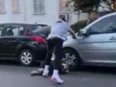 شاهد: نجم كرة سلة أمريكي  يركل متظاهر هشم زجاج سيارته