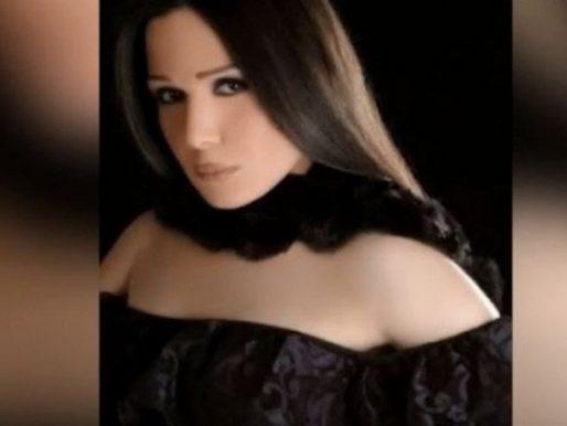 """بالفيديو .. مطربة مصرية شهيرة تستغيث بعد إصابتها وأسرتها بكورونا : """" مفيش علاج وقلة كرامة """""""