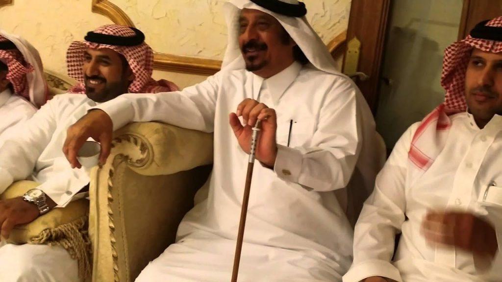 """بالفيديو : لأول مرة.. نجل الشيخ """"مسفر بن وقيان """" يكشف علاقة والده بـ""""القاتل اليمني"""" وكيف غدر به ودوافع الجريمة!"""