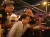 شاهد.. الشرطة التركية تعتقل رئيس نقابة محامين بالقوة أثناء تناول العشاء مع عائلته في مطعم