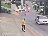 لحظة مروعة .. شاهد:تحطم طائرة صغيرة  وسط  شارع مزدحم !