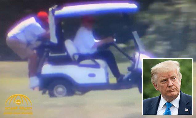 """""""رغم وجود مكان بجانبه"""".. شاهد : ترامب يقود عربة الجولف ومساعده """"معلق"""" في الخلف!"""