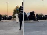 بالفيديو.. الكويت: محاصرة مطلوب أطلق النار على منزل امرأة وأصاب مسؤول أمني بارز في أم الهيمان