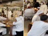 بالفيديو : محمد بن راشد يفاجئ رواد مقهى في دبي .. شاهد ردة فعلهم!