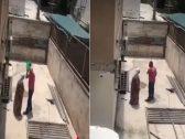 """شاهد فيديو صادم لـ""""فلسطيني"""" يشتم والدته المسنة ويسكب عليها الماء ويحاول طردها من المنزل"""