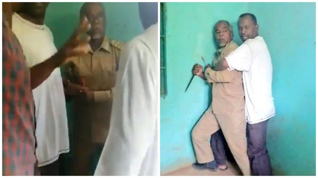 """شاهد .. موظف حكومي في السودان يهاجم شبان من """"لجان المقاومة"""" بالسكين"""