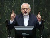 """نواب إيرانيون يفاجئون """"ظريف"""" أثناء حضوره بالبرلمان: """"الموت للكذّاب"""".. شاهد ردة فعله"""