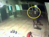 شاهد .. وفاة ضابط مصري أثناء الصلاة في المسجد