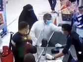 شاهد .. كويتي يعتدي على عامل مصري ويصفعه على وجهه أكثر من مرة!