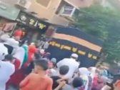 """شاهد .. مصريون يطوفون حول مجسم للكعبة في الشارع مرددين """" لبيك اللهم لبيك"""" .. والأزهر يعلق!"""