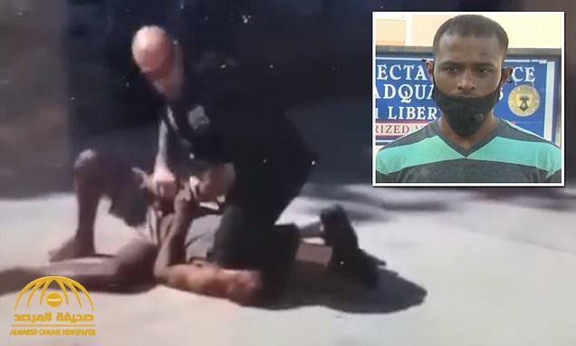 """""""واقعة فلويد تتكرر"""" .. شاهد : لقطات مروعة لشرطي أميركي يضع ركبته على عنق رجل أسود ويفقده الوعي"""