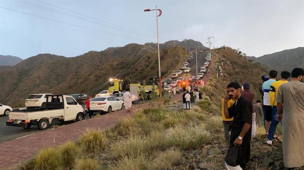 بالصور.. وفاة 3 أشخاص سقطت مركبتهم من منطقة مرتفعة برجال ألمع في عسير