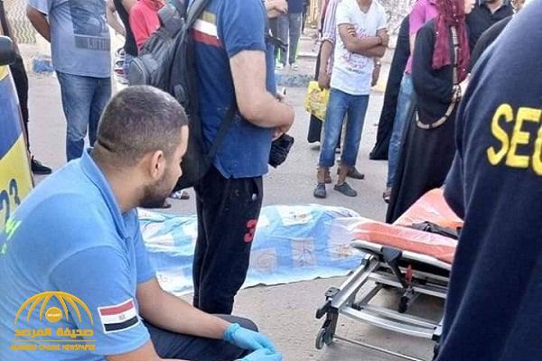 جريمة مروعة تهز مصر .. بالصور : مصري يقتل زوجته بالرشاش في شارع عام أمام أطفالها